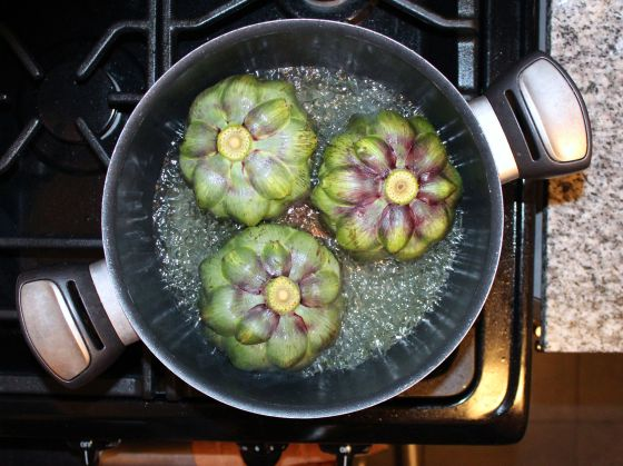 artichokes in pot